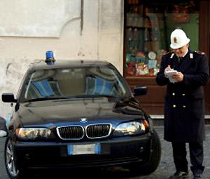 auto blu e vigile