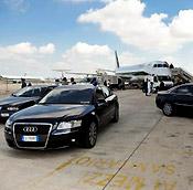 auto blu in aeroporto